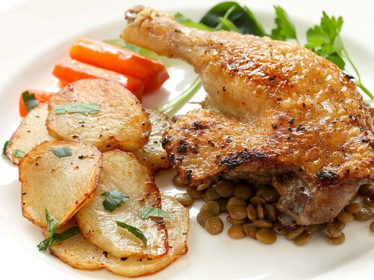 Entenkeule mit Gemüse auf Linsensalat  Es geht auf Ostern zu - höchste Zeit sich Gedanken um die Festtags-Essen zu machen :-)  http://einfach-schnell-gesund-kochen.de/entenkeule-mit-gemuese-auf-linsensalat/