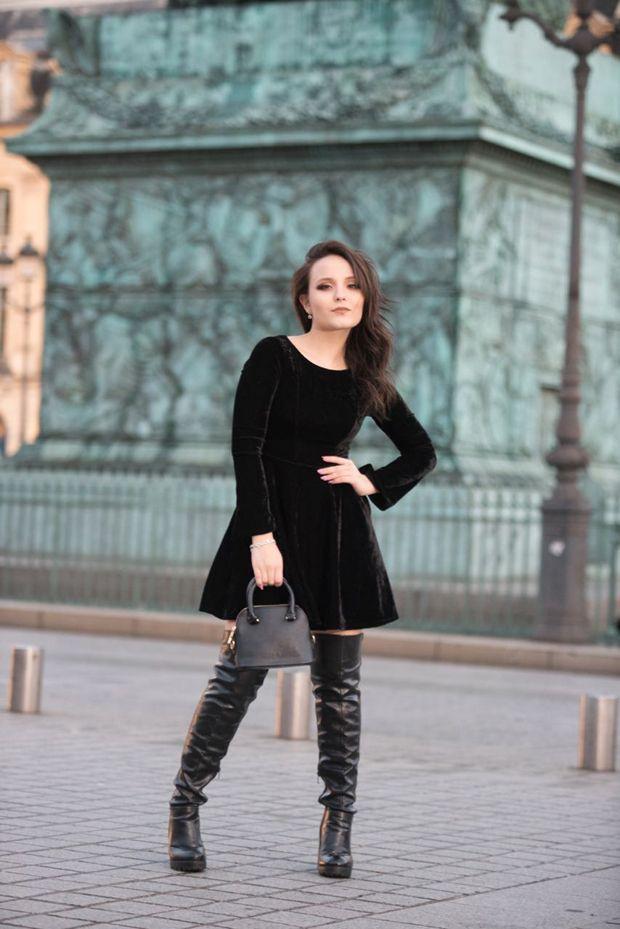 Em Paris, Larissa Manoela faz ensaio de fotos para sua linha de bolsas 25acac2b3b