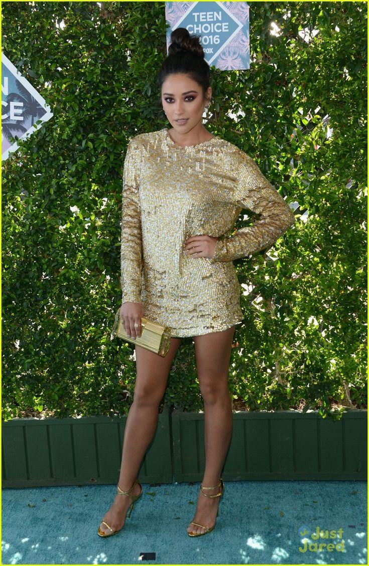 Shay Mitchell at the Teen Choice Awards 2016
