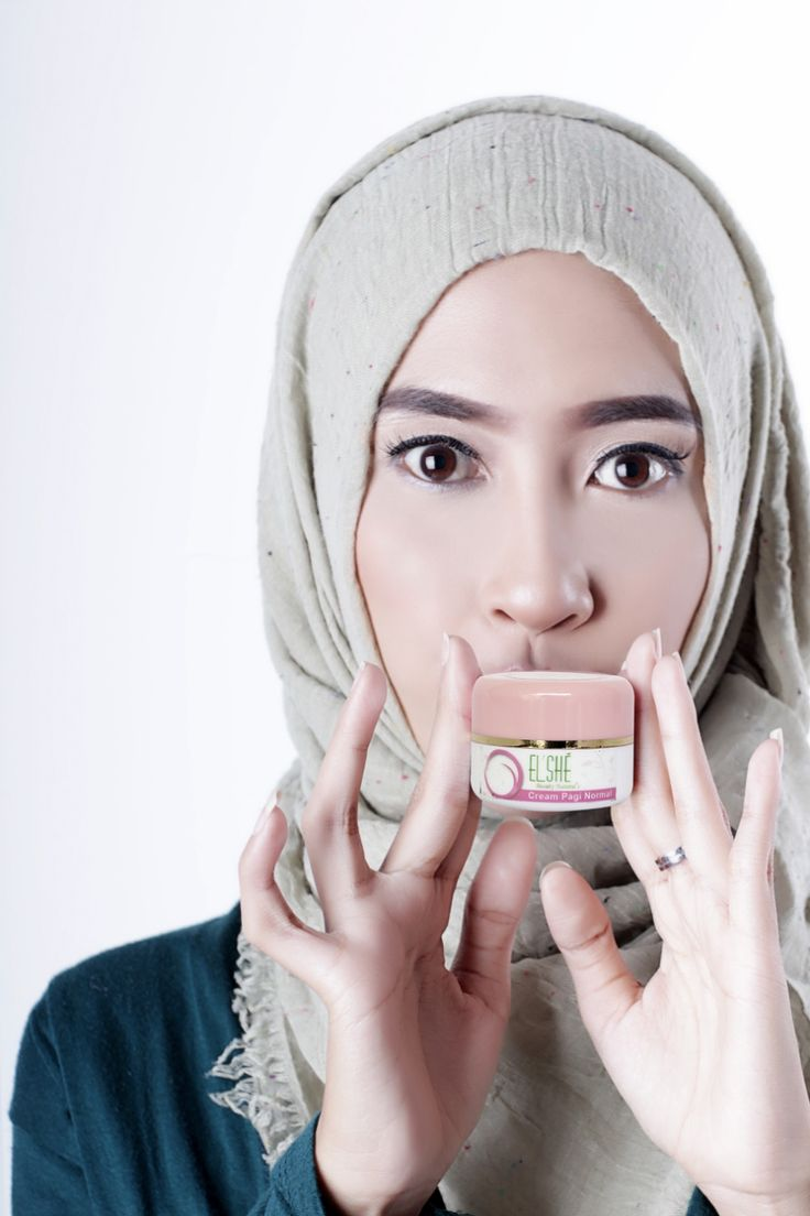 Lindungi kulit wajahmu dari bahaya sinar Matahari dengan ElshéSkin Cream Pagi Normal SPF 30 untuk kulit jenis normal. Kandungan whitening agentnya sekaligus dapat mencerahkan wajah. Semangat rutinitas pagimu, ladies!  ElshéSkin Cream Pagi Normal: Rp. 80.000,-