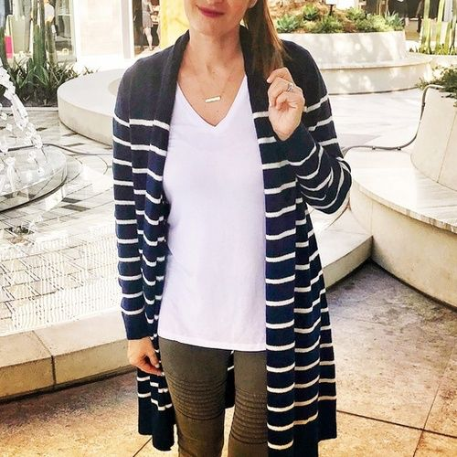 My casual outfit for running around with my kiddos yesterday >> winter break = no school = full time mommy duty! 😳 This striped cardi is the cutest & it's really warm too! 👍 I'm also head over heels for these moto leggings 💚 Shop my comfy easy look by tapping the link in my bio ⬆️ or visit www.trend-fix.com/shop-my-instagram 🖥 #ad