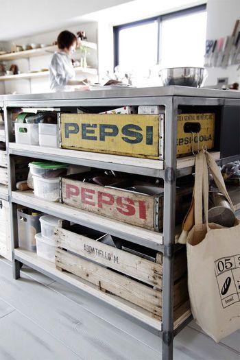 こちらも、キッチンでの使用例♪ ウッドボックスはキッチン収納として大活躍ですね! キッチンツールや食器などをひとまとめにしておけば、スッキリ!  見た目にもとってもお洒落です♡