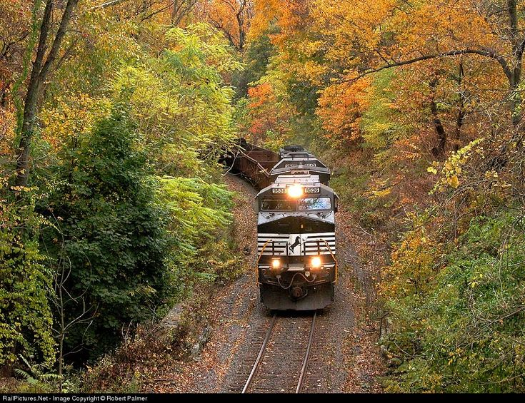 RailPictures.Net Photo: NS 9536 Norfolk Southern GE C40-9W (Dash 9-40CW) at Philadelphia, Pennsylvania by Robert Palmer Although this might look like a rural branch line in a remote part of Virgina, it's actually a main line within the city limits of Philadelphia ! The fall colors are at their peak.