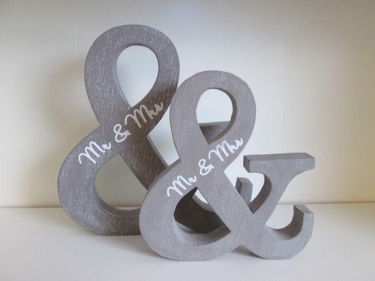 & Teken, hout, in de kleur taupe. 24 cm en 18 cm  www.hkhomecollection.nl