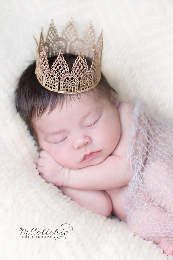 Newborn Baby Boy or Girl Unisex Gender Neutral Mini Lace Crown - Photography Prop