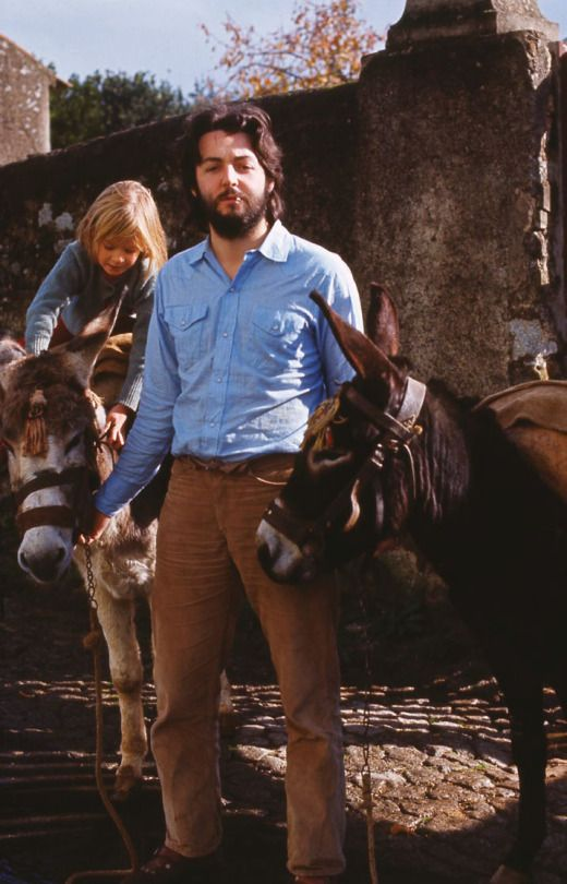 paul and heather mccartney riding horses in 1970.