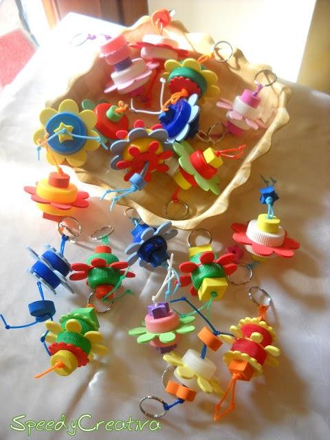 Speedy Creativa: Ritornano i portachiavi con i tappi di plastica per leco-craft tour!!