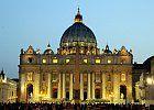 Il Vaticano - www.aqz.it La basilica di San Pietro in Vaticano (nome esatto completo papale basilica maggiore di San Pietro in Vaticano) è una basilica cattolica della Città del Vaticano, cui fa da coronamento la monumentale piazza San Pietro.  È la più grande delle quattro basiliche papali di Roma,spesso descritta come la più grande chiesa del mondo e centro del cattolicesimo.