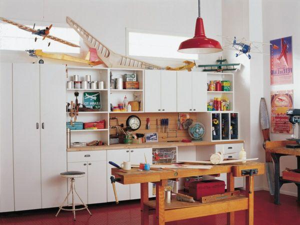 10 freche Wohnzimmerideen mit roten Lampenschirmen
