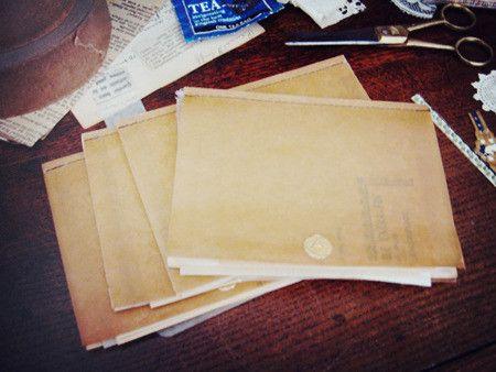 様々な古紙を綴じたメモ帳。変色した古い紙、フランスの古本のページ、パリパリのグラシン紙、アンティークレース など全て異なる紙を10枚綴じています。ノートに直接...|ハンドメイド、手作り、手仕事品の通販・販売・購入ならCreema。