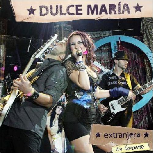 Dulce María: Extranjera en concierto - 2010.