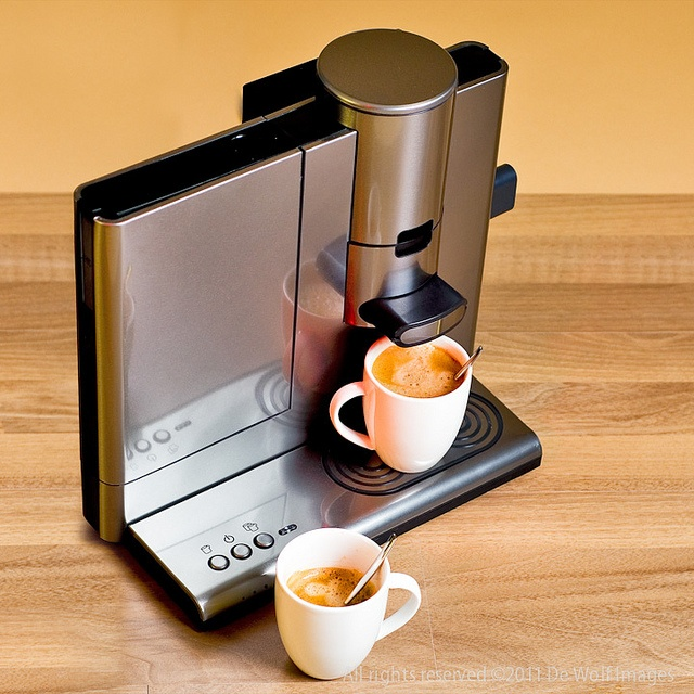 Battery powered portable coffee maker