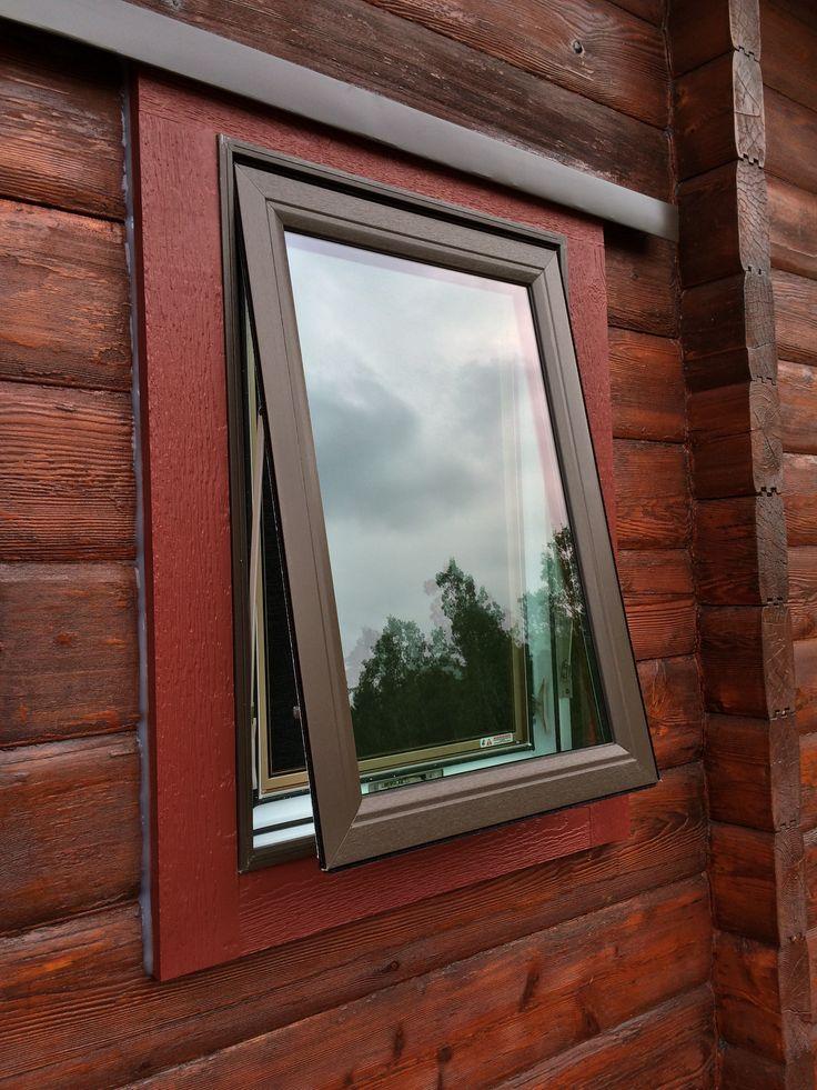 North Star window: Cocoa exterior with Kolonial Oak interior.
