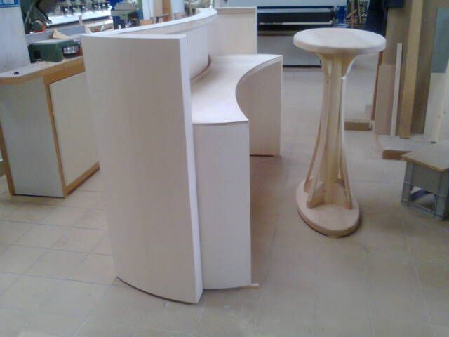 work in progress...bancone-console e tavolo espositivo