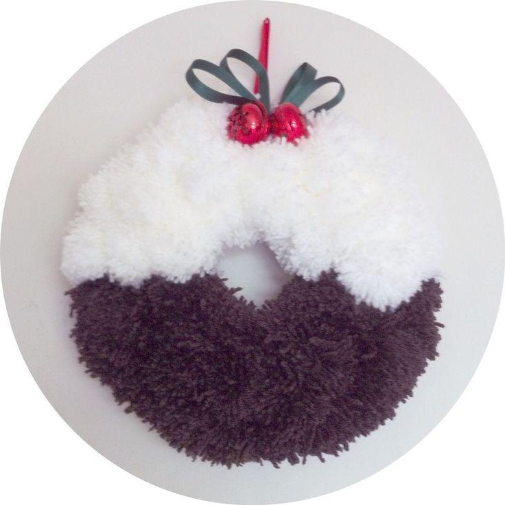 Christmas Pudding Pompom Wreath