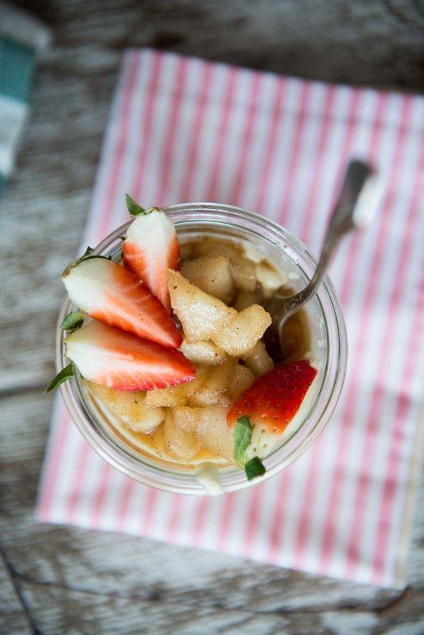 Alternatywa dla klasycznej wersji budyniu. Idealny na śniadanie, podwieczorek albo szybką i słodką kolację :) Przepis znajdziesz także [tu](http://thefakerolls.com/budyn-jaglany-z-mlekiem-kokosowym-i-karmelizowanym-jablkiem/).