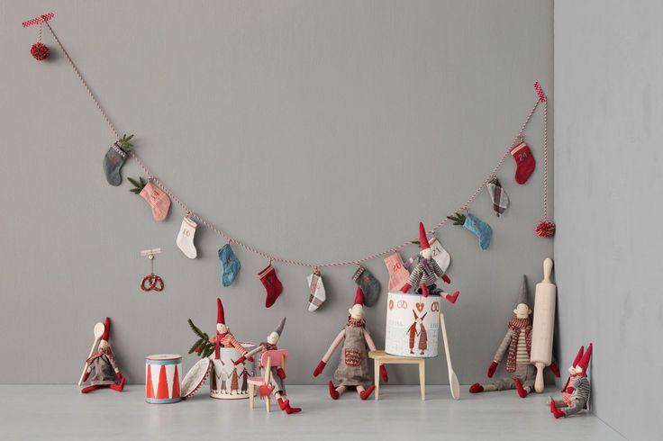 Adventní kalendář- vánoční punčochy v kovovém boxu