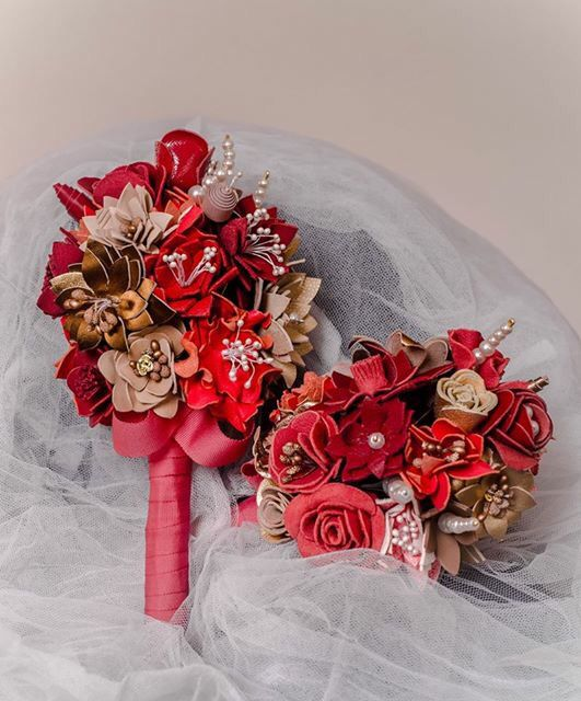Unconventional bouquet, non-traditional bridal bouquet, leather flowers and pearls #HAIArt  #Handmade