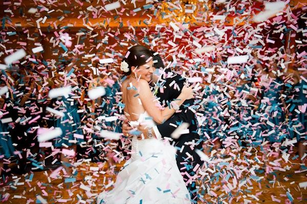 WEDDING IDEAS:  Awesome confetti ideas that will make your wedding photos amazing! - Wedding Party
