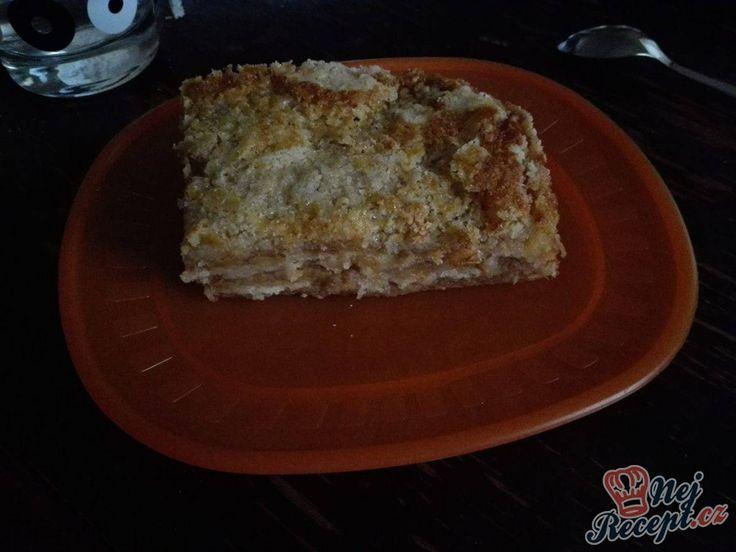 Určitě znáte klasický sypaný koláč s pudinkem. Tento recept je s jablky, je jednoduchý a velmi chutný.