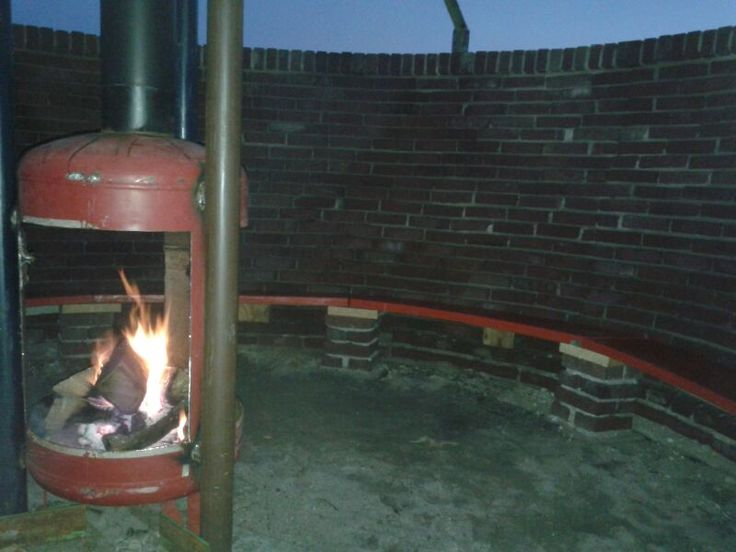 De vuurplaats is geopend, de zitplaatsen zijn klaar, het vuur brand, kom het mee beleven!  kijk voor de agenda: http://www.kleinschuilenberg.nl/agenda/