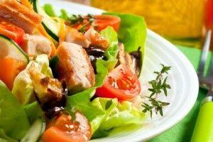 Ensalada Tropical Con pollo a la parilla | Carol`s Caribbean Corner