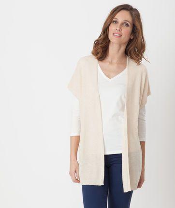 Aussi lumineux que doux, aussi agréable à porter qu'il est casual, toutes les raisons sont bonnes d'adopter ce gilet beige façon capel! On aime: - sa laine mélangée - son manches courtes - sa touche de cachemire  Kristell mesure 1m78 et porte une T.36