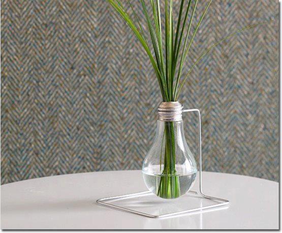 Bulbo de lâmpada reutilizado como vaso. #reciclagem #produto #decoracao #lampada: