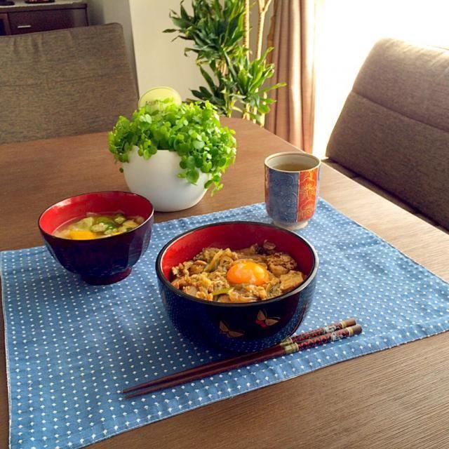味のしみた具がご飯に合う〜!(≧∇≦) - 15件のもぐもぐ - すき焼き丼、野菜たっぷりお味噌汁、タンポポ茶 by pentarou