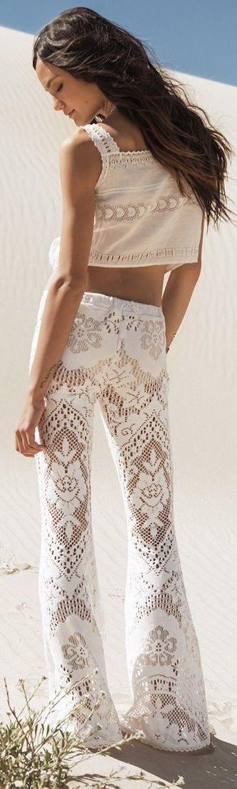 Lacing up: Perfekte Summerpants für besonders heiße Urlaubsziele. Mit High Heels auch optimal geeignet für den Abend! | http://www.my-dailycouture.com/