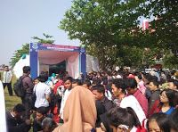 TANGERANG SELATAN,korantangsel.com - Guna mengurangi angka pengangguran di Kota Tangerang Selatan (Tangsel), Dinas Sosial Ketenagakerjaan dan Transmigrasi (Dinsoskertrans) Kota Tangsel menggelar bursa lowongan kerja (job fair) di Lapangan BSD, Serpong (4/6). Program ini merupakan upaya untuk menekan angka pengangguran hingga 47,123 orang.
