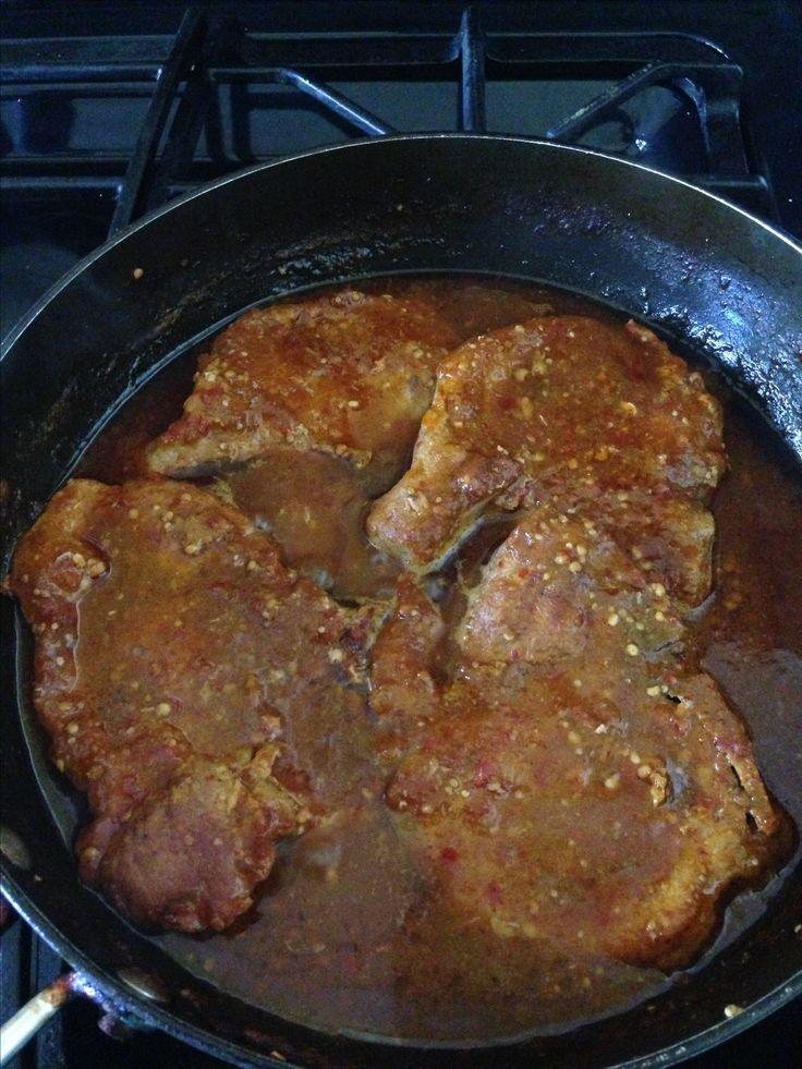 Chuletas de puerco en chile rojo!