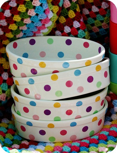 Great, festive bolws! Just take a small circle sponge, pick bright colors, and space evenly! It's like confetti - so happy!