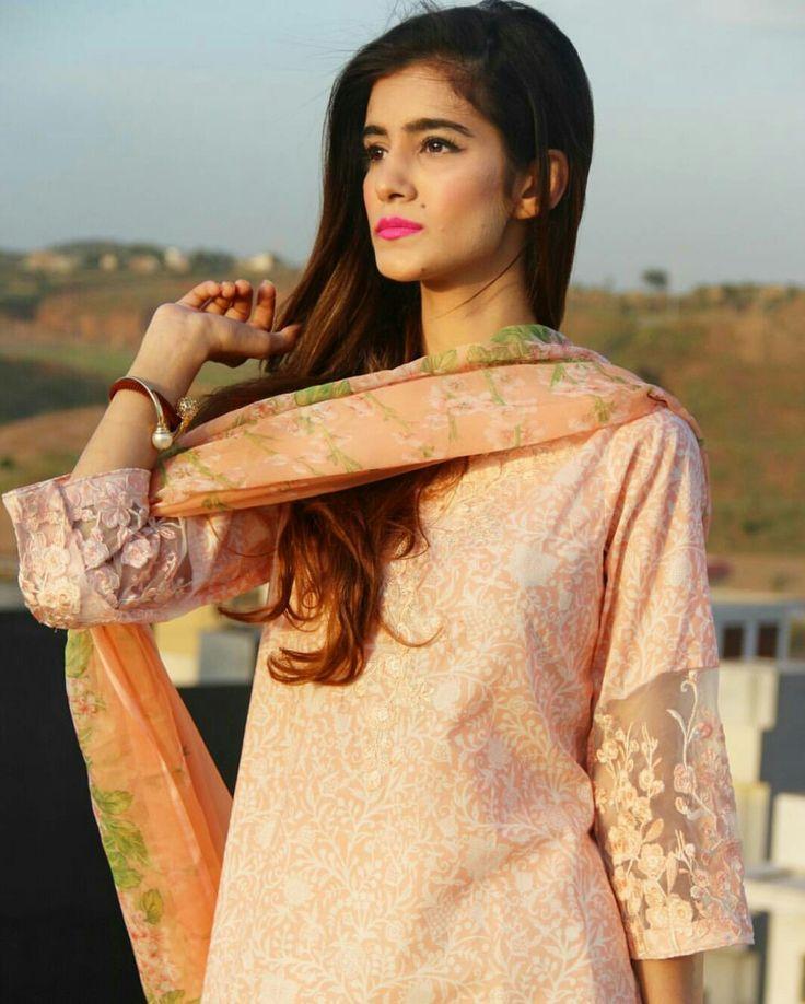 Hemayal Attique Beautiful Pakistani Fashion Blogger!