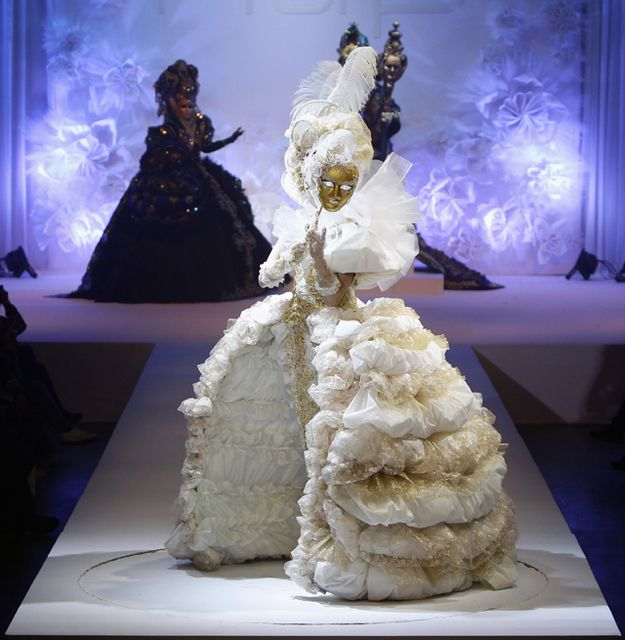 Susan got carried away with her meringue mixture  -  12 Outrageous Looks From China Fashion Week