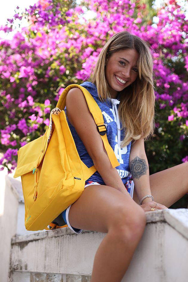 Chiara Nasti e Natwee: bellezza, allegria e colore per un look sportivo e casual adatto a ogni momento della giornata.  Chiara sceglie il colore dell'estate 2015 con la Natwee Bag Yellow, completa di fibbia in caucciù verde acqua, che porta con sé nei suoi momenti di relax e in ogni suo viaggio.  Non perdere l'articolo sul suo blog http://www.chiaranasti.it/workout-mood/ e scopri tutti gli outfit adatti per indossare una Natwee Bag!  @chiaranasti