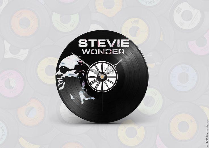 Купить или заказать Часы из пластинки 'Stevie Wonder' в интернет-магазине на Ярмарке Мастеров. Часы делаются из старых виниловых пластинок. У каждого изделия своя история, своё настроение и чтобы его передать полностью мы сохраняем родную упаковку пластинки. Каждая пластинка индивидульна, у каждой свои пошарпоности и потертости. Изделие обязательно будет отличаться от того что на фотографии, потому что это не тиражное производство, а индивидуальное изменение личности каждой пластинки…