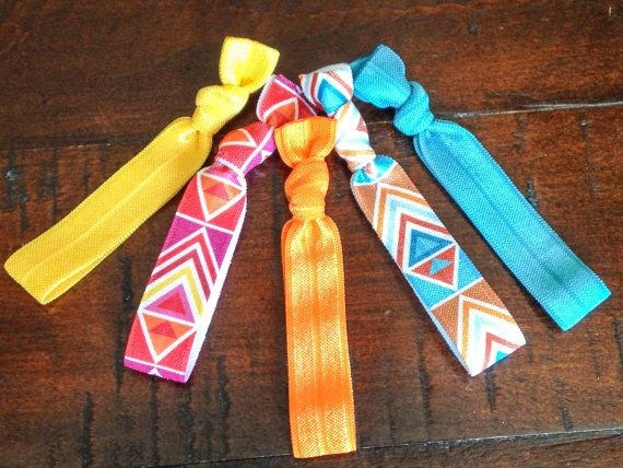 Think of the Southwest while wearing these elastic hair ties from the Southwestern Summer Collection; a set of 5 foldover elastic, creaseless hair