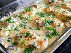 Κοτόπουλο στο φούρνο με κρέμα γάλακτος και μανιτάρια!
