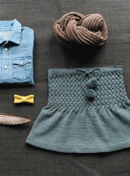 1512: Design 2 og 3 Skjørt, sløyfe og hals #strikk #knit