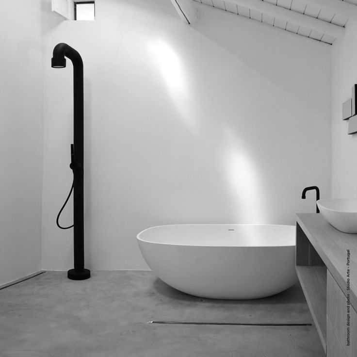 Soho series fra JEE-O er en serie frittstående dusjer, frittstående blandebatterier til badekar, veggmonterte kraner samt vegg- og takmonterte dusjhoder.