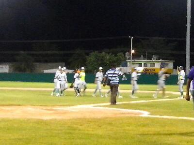 HEROICA CIUDAD DE CHAMPOTON, CAMPECHE.- 22 de Octubre del 2016.- Los Leones de Yucatan derrotaron a los Rojos del Aguila de Champoton con pi...