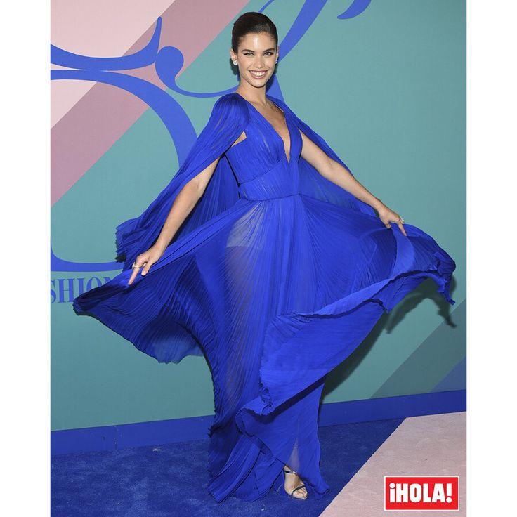 Nueva entrega de premios y nuevo desfile de 'celebrities' por una alfombra roja, en este caso azul. Los CFDA Fashion Awards, conocidos como los 'Oscar de la moda', se han entregado en Nueva York y nos han dado la oportunidad de deleitarnos con 'looks' que lucieron modelos, actrices, cantantes e influencers. #sarasampaio #dianekruger #oliviapalermo #kasiastruss #karliekloss #oliviamunn #CFDAawards #CFDA #looks #redcarpet #alfombraroja