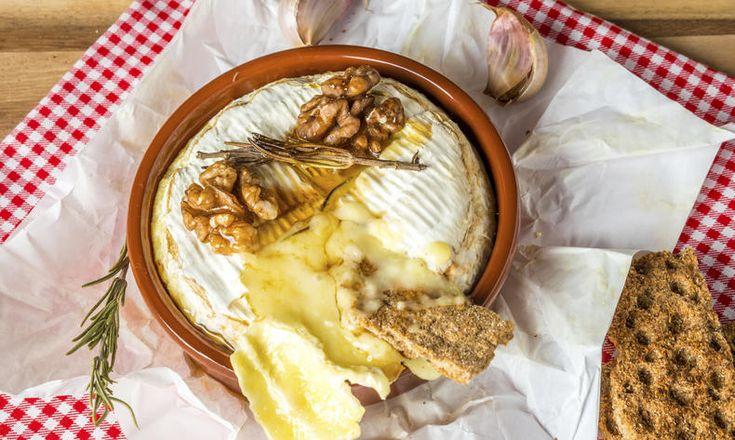 Camembert zapečený s ořechy a rozmarýnem