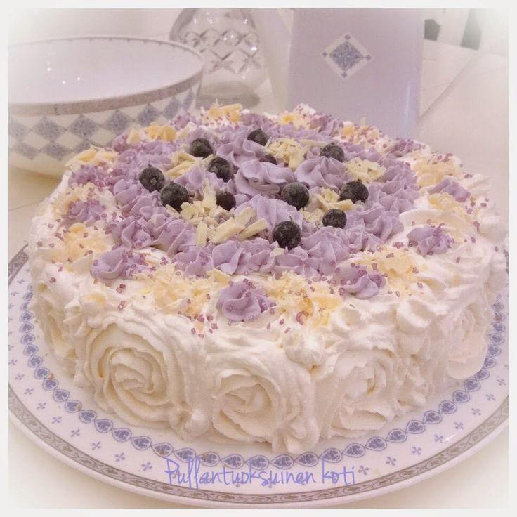 Pullantuoksuinen koti: Mustaherukkakermakakku - taivaallisen hyvää.  Blackcurrant cream cake.
