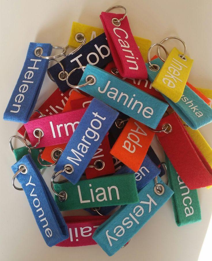 Sleutelhanger met naam voor juf, meester, afscheid collega's of traktatie op school http://www.benikhip.nl