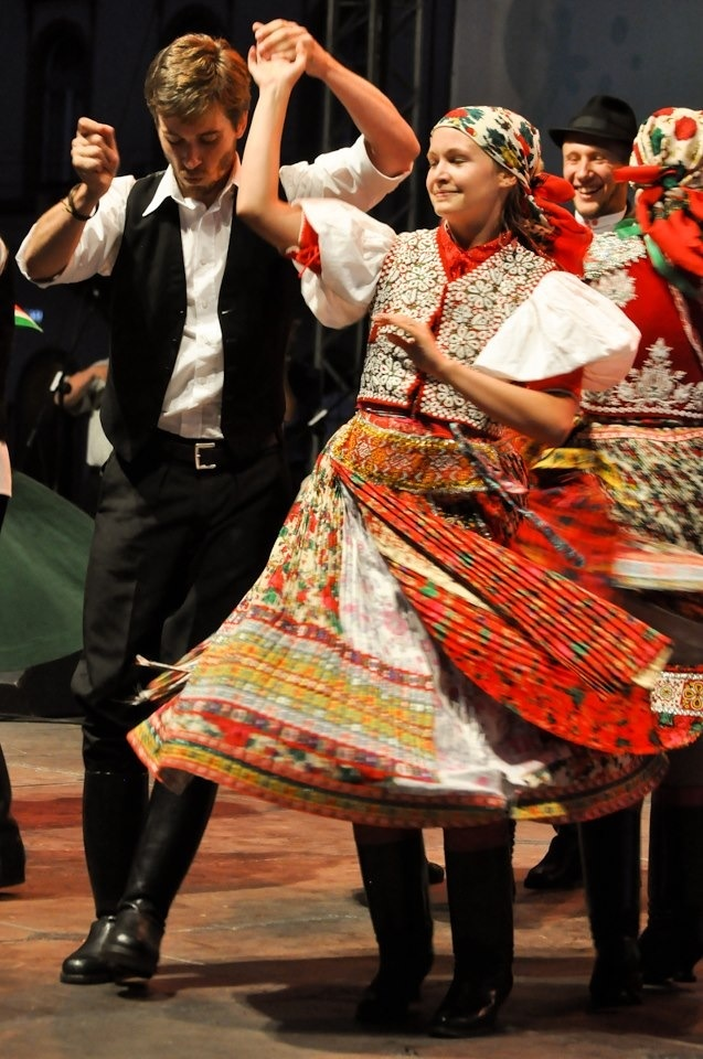 Hungarian folk costumes and dance