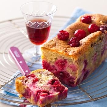 Cake aux cerises et à l'amaretto - Cuisine et Vins de France