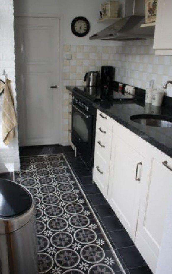 17 beste idee n over zwart witte keukens op pinterest zwarte keukens en moderne keukens - Keuken zwarte tegels en witte ...