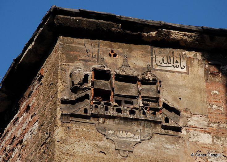 burada istanbul var: İstanbul'daki Kuş Evleri ve Kuş Sebilleri-Büyük Yeni Han Üzerindeki Kuş Evi